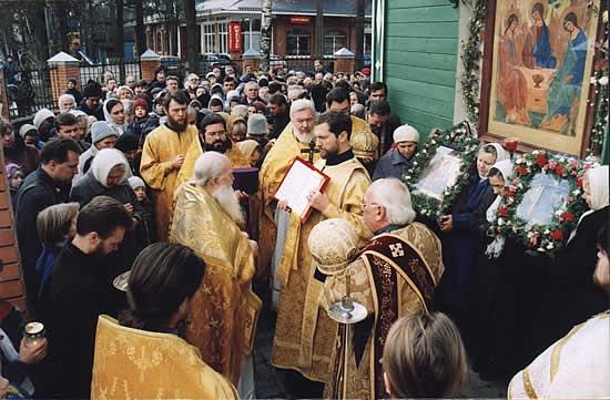 Крестный ход в день 100-летия Свято-Троицкого храма во Всеволожске