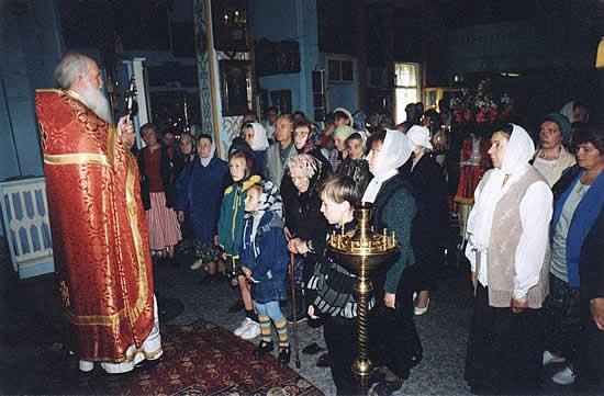 За Божественной литургией в Свято-Троицком храме. Проповедь. Благословение