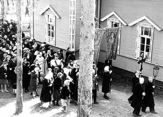 Крестный ход в Свято-Троицком храме. 1950-е гг.