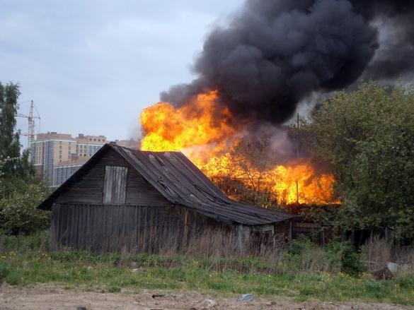 В деревне Кудрово сгорел деревянный дом