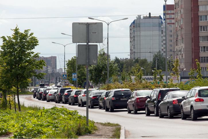 Заселение ЖК «Новый Оккервиль» стало причиной вечных пробок на въезде в Кудрово