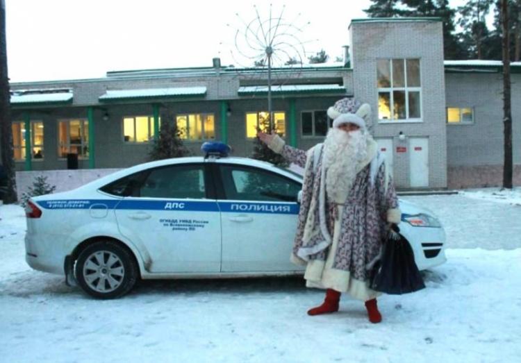 Сотрудники ОГИБДД Всеволожского района приняли участие в акции «Полицейский Дед Мороз»