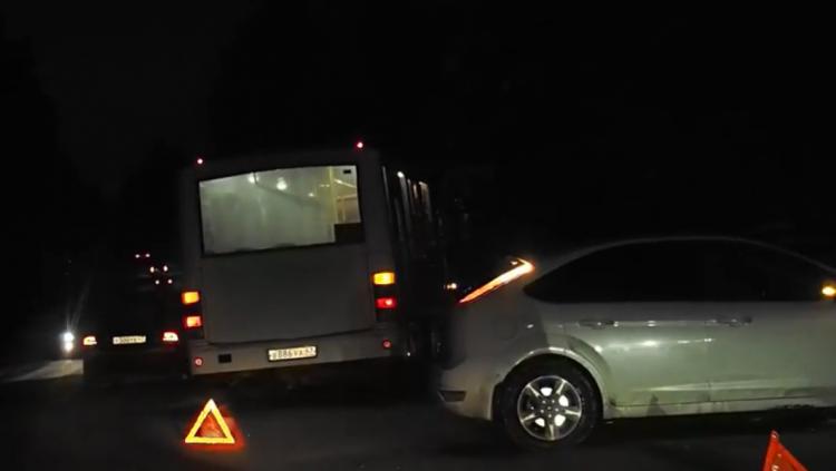 На Колтушском шоссе произошло ДТП с участием маршрутного автобуса (видео)