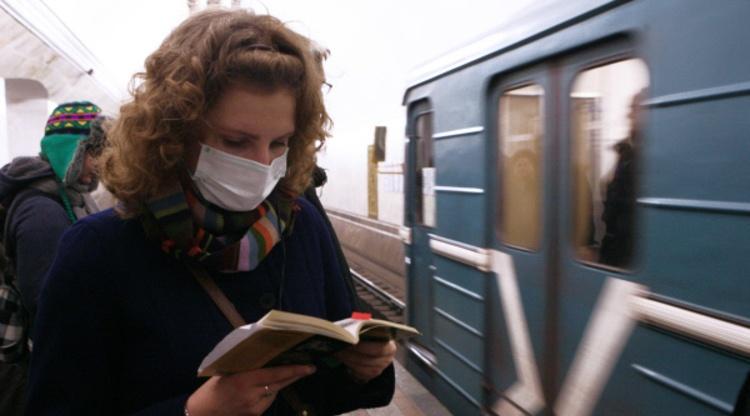 На аптечных складах Петербурга закончились одноразовые маски