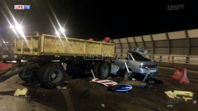 В Петербурге в ДТП с дорожными службами на КАД погиб водитель