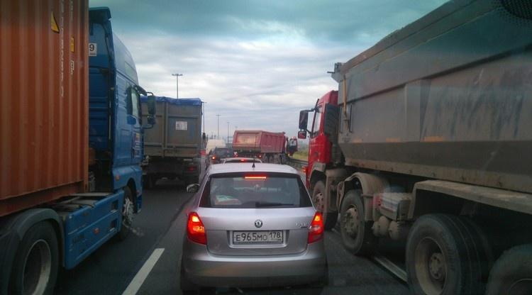 Авария на КАД в районе Кудрово собрала пятикилометровую пробку