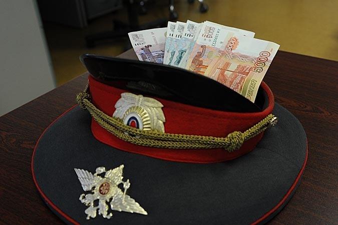 В Сертолово полицейский получил взятку в виде иномарки и 160 тыс. рублей