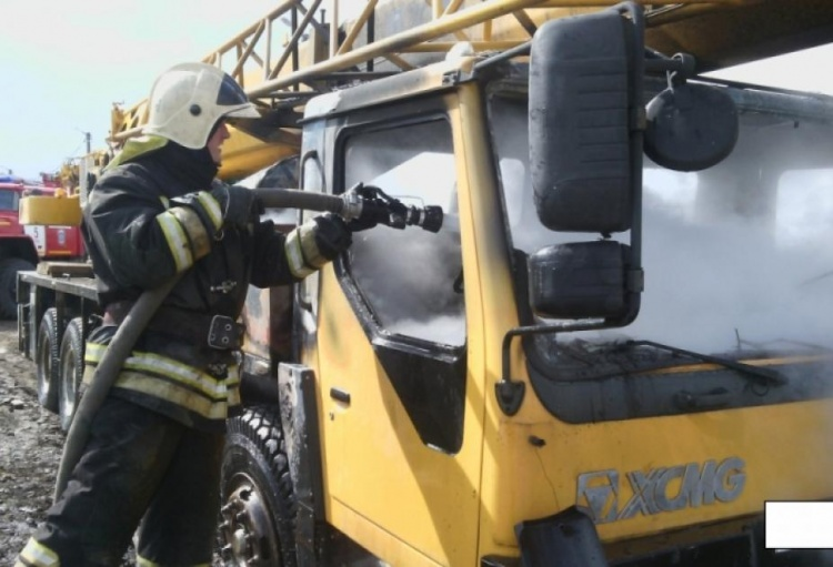 Водитель загоревшегося автокрана в Сертолово умер от сердечного приступа