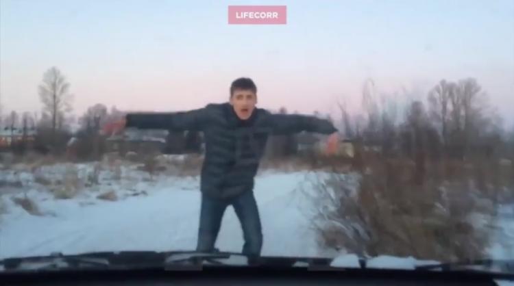 Полиция не нашла нарушений в странных танцах депутата Комбарова из посёлка имени Морозова (видео)