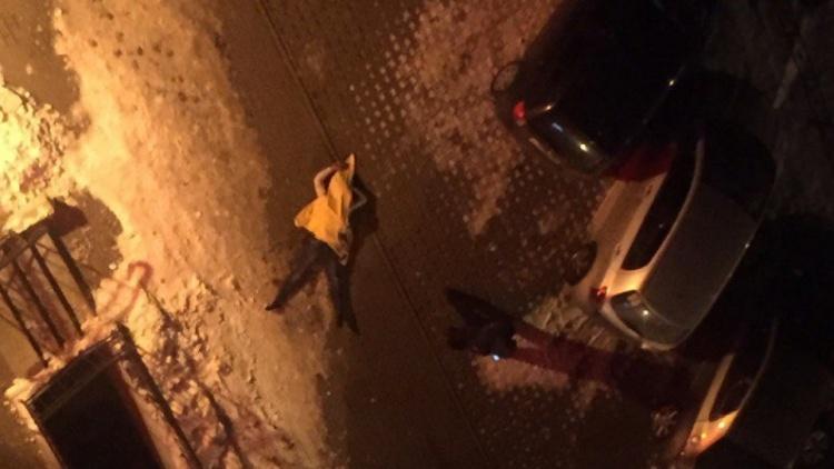 Выпавший с 12-го этажа в Мурино петербургский студент был ранен ножом в живот