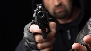 Полиция разыскивает вооруженного грабителя бара в поселке Мурино