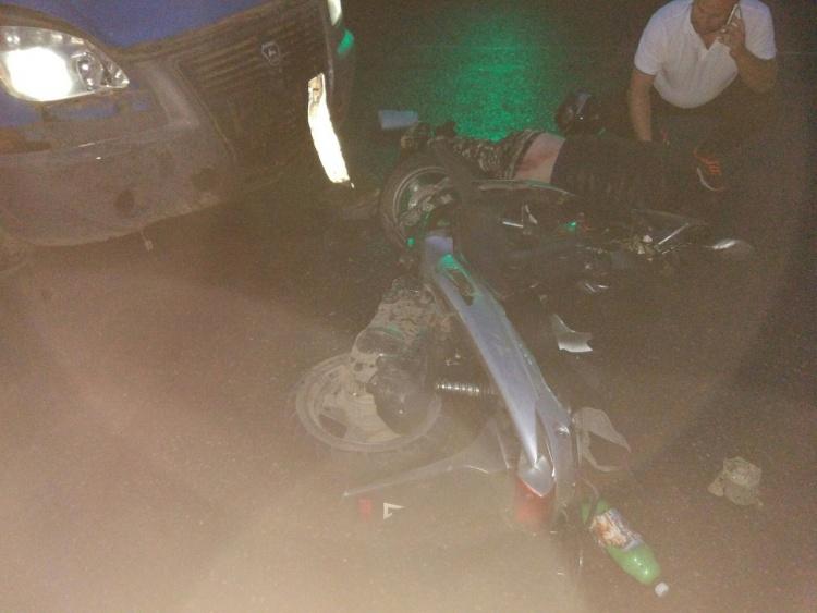 Пьяный скутерист пролетел на красный во Всеволожске: понадобилась скорая