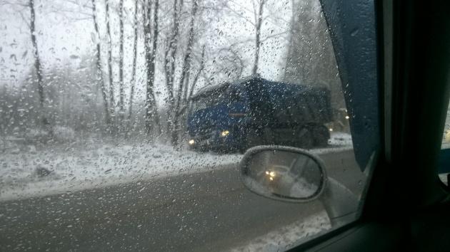 Автомобили улетали с дорог Ленобласти