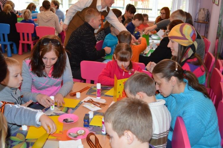 Бугровский детский сад провёл акцию Открытка ветерану