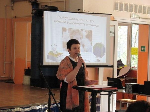 В посёлке имени Свердлова прошел публичный отчёт директора центра образования
