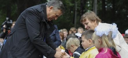 Дрозденко открыл стадион в школе-интернате поселка Юкки