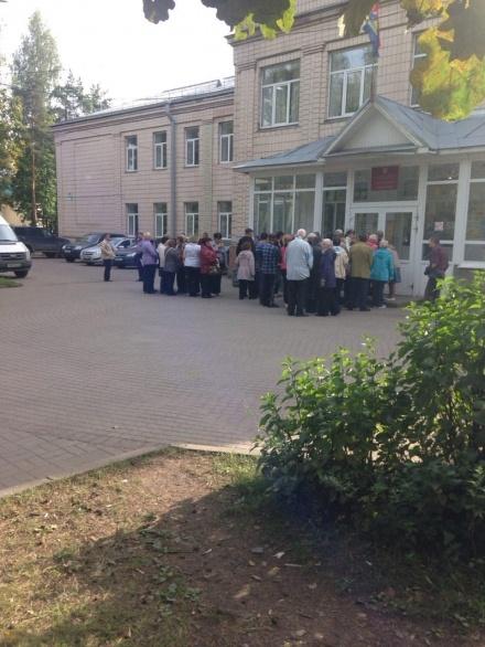 Во Всеволожском ТИКе давка из желающих проголосовать
