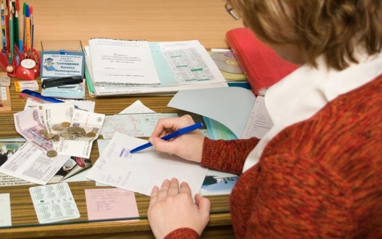 Комитет образования Ленобласти прокомментировал правомерность покупки рабочих тетрадей за счёт родителей