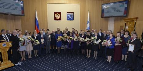 Александр Дрозденко вручил премии и государственные награды