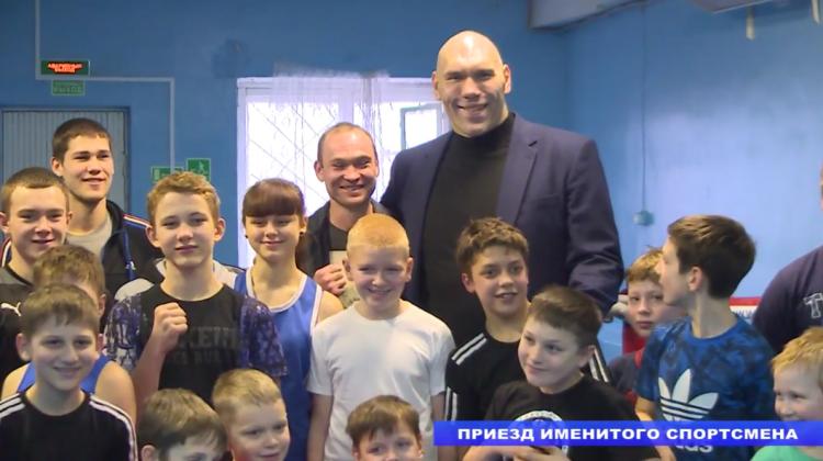 Николай Валуев посетил посёлок имени Морозова (видео)