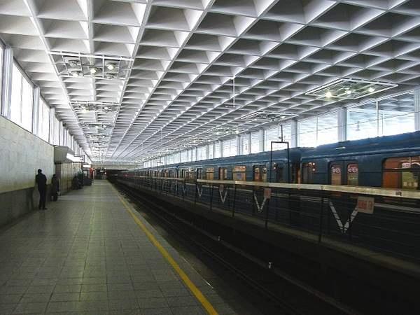 """В метро """"Девяткино"""" нашли бабушку, которая забыла все"""