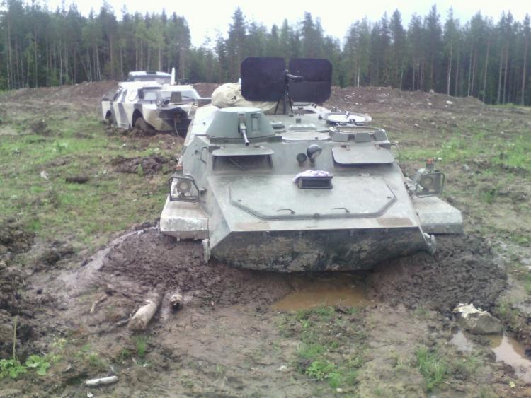 Очевидцы сообщают о военной технике, застрявшей у Медного озера