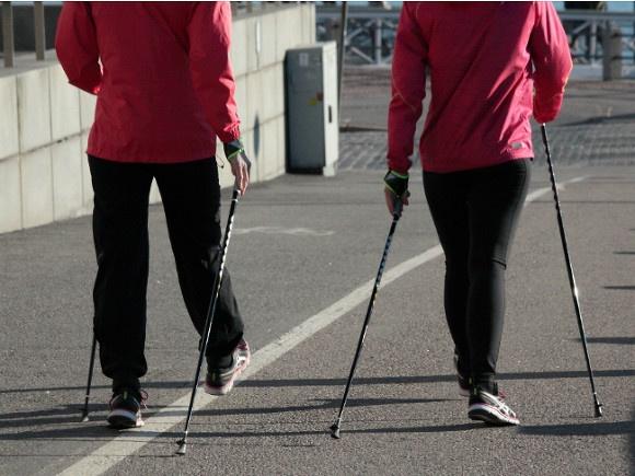 Скандинавская ходьба как лекарство от старости