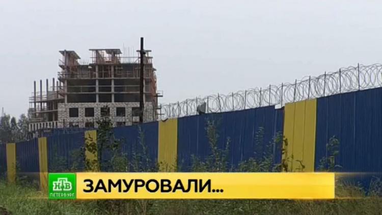 """Палаточный лагерь пайщиков ЖК """"Силы природы"""" обнесли забором"""