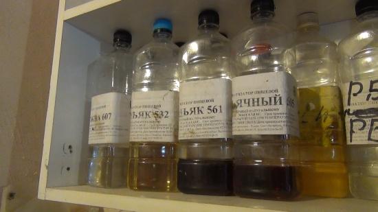 """В гаражах в посёлке имени Свердлова нашли 5 тысяч литров """"паленого"""" алкоголя"""