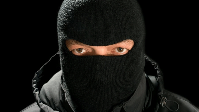 «Славянин» в балаклаве ограбил магазин во Всеволожском районе
