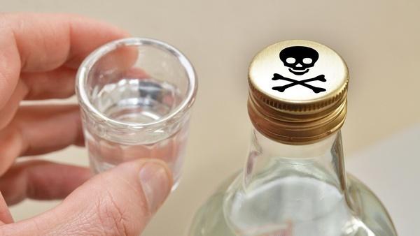 Житель Мурино умер через 8 часов после застолья с суррогатом алкоголя