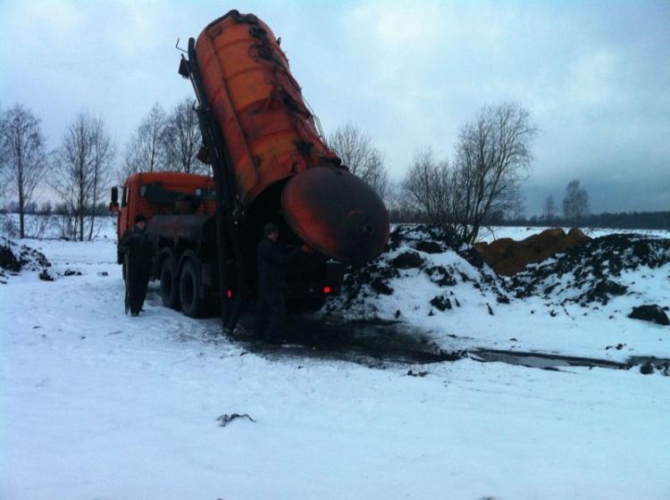 Экологи обнаружили канализационные отходы из Петербурга в одном из прудов Всеволожского района (видео)