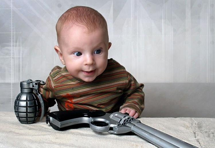 В Заневке малолетний ребенок выстрелил в себя из пистолета