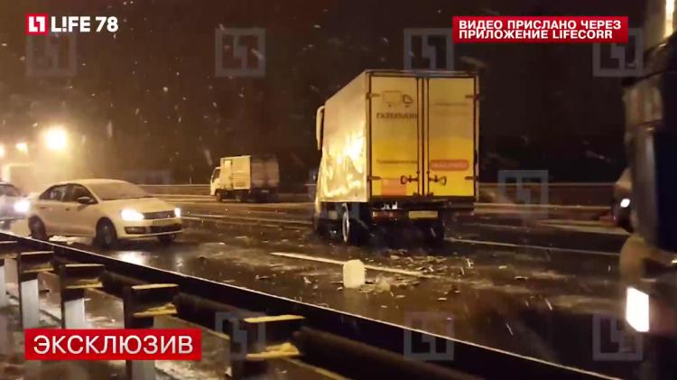 Пробка в три километра образовалась на востоке КАД в результате ДТП в районе Кудрово