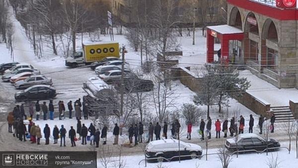 В Колтушском поселении люди пятый день стоят в очереди за водой