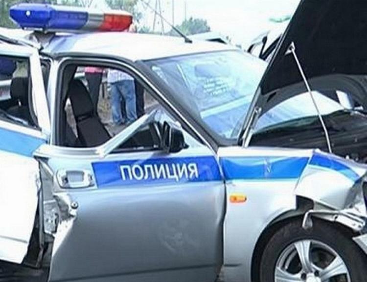 Во Всеволожском районе угонщик врезался в полицейских и убежал
