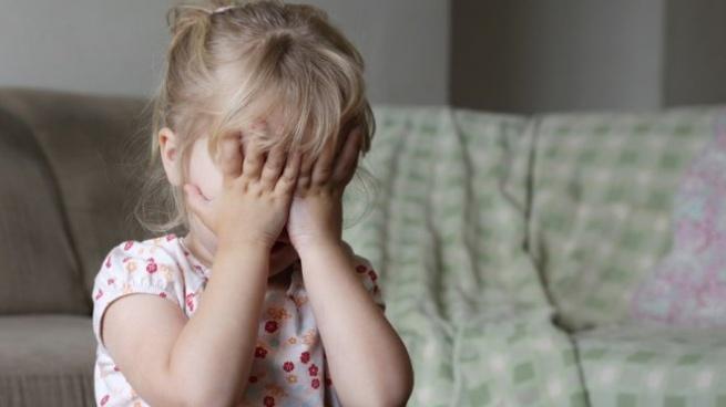 Этой ночью на трассе во Всеволожском районе полицейские подобрали плачущую девочку