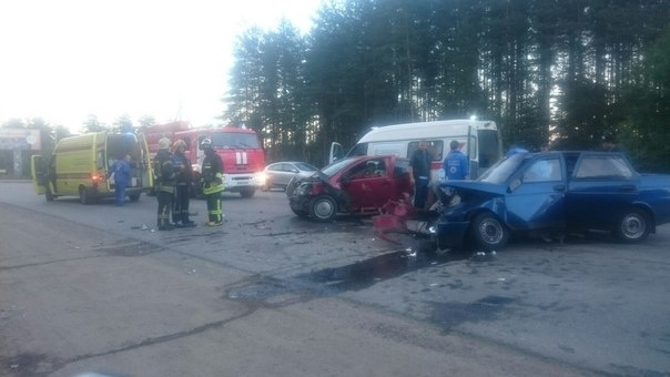 В Мяглово водители превратили машины в хлам, но выжили