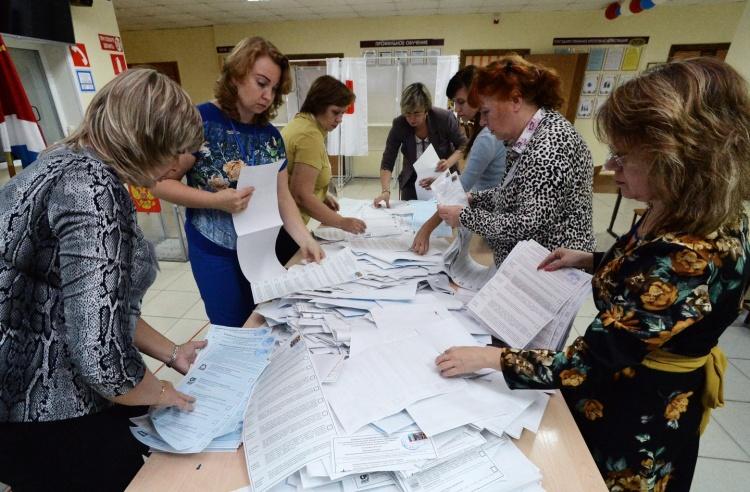 Экзитполы: В ЗакС Ленобласти проходят четыре партии