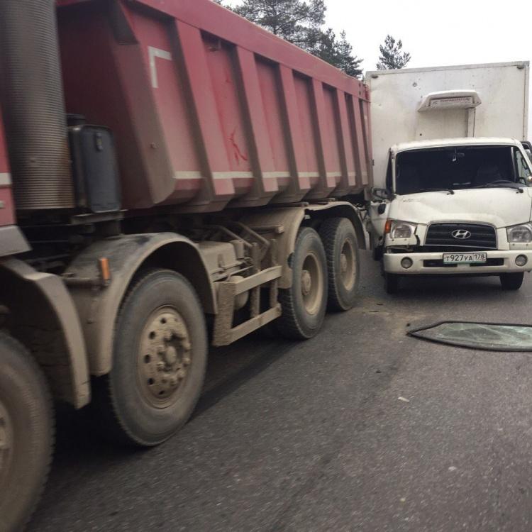 Очевидцы: На Выборгском шоссе пробка из-за ДТП