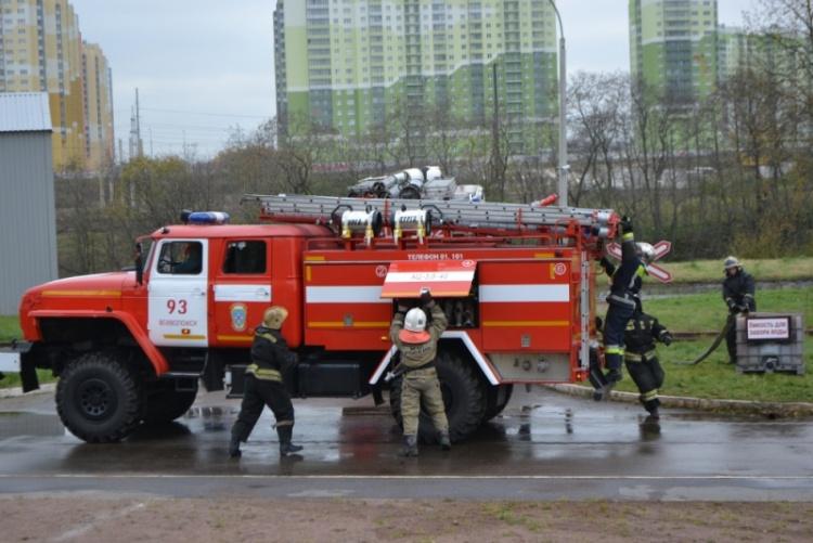 В Ленинградской области состоялись соревнования по пожарному биатлону