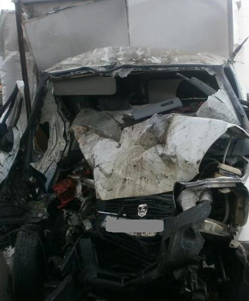 «Водитель умер в стальном капкане»: кадры жутких последствий столкновения «Газели» и «МАЗа» на КАД