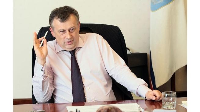 Сместить губернатора Ленобласти хотят руками обманутых дольщиков, информирует comandir.com.