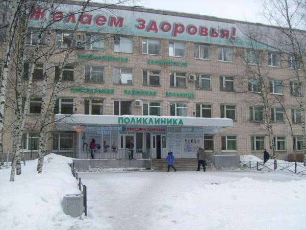 На территории всеволожской больницы нашли мертвую избитую женщину