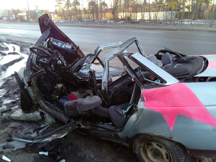 Юная автоледи погибла в страшном ДТП, протаранив фуру