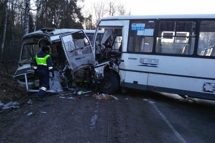 Водитель маршрутки №476, попавшей в ДТП во Всеволожском районе, скончался в больнице