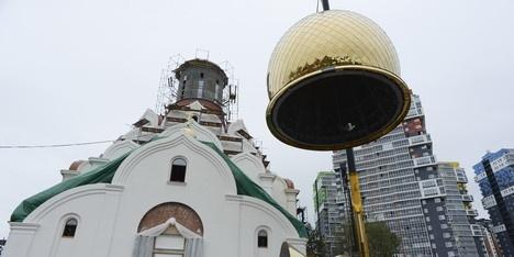 Самый крупный новый храм Ленобласти области обрёл купол и крест