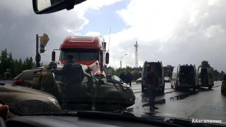Две женщины погибли в крупной аварии на Дороге Жизни