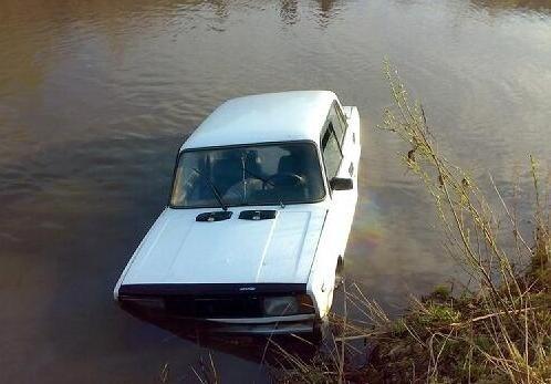 Угонщики загнали машину жителя Всеволожского района в болото