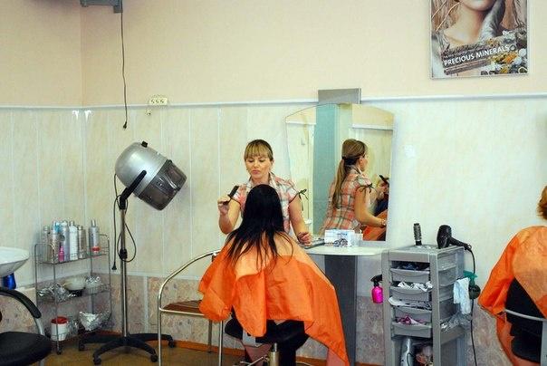 В Лесколовском поселении под видом соцпроекта создали коммерческую парикмахерскую